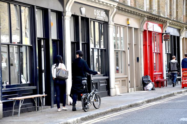 london city guide 1 les demoizelles. Black Bedroom Furniture Sets. Home Design Ideas