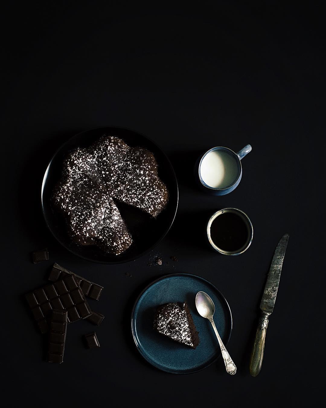 Lheure du goter et de dguster mon gteau au chocolathellip