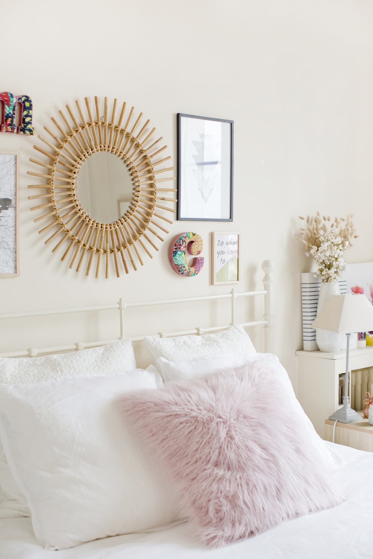 Awesome chambre cocooning rose pale images design trends for Chambre rose pale