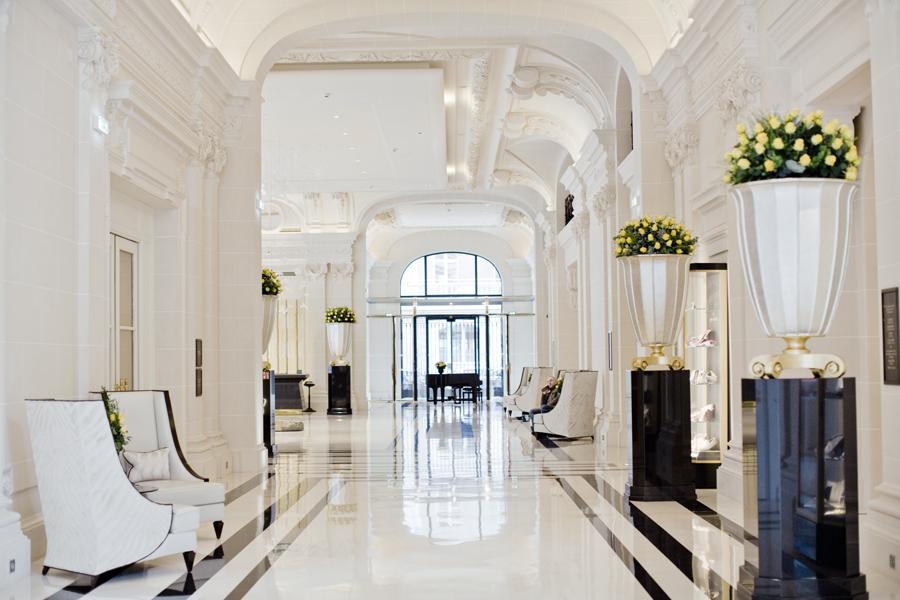 the peninsula hotel paris les demoizelles. Black Bedroom Furniture Sets. Home Design Ideas