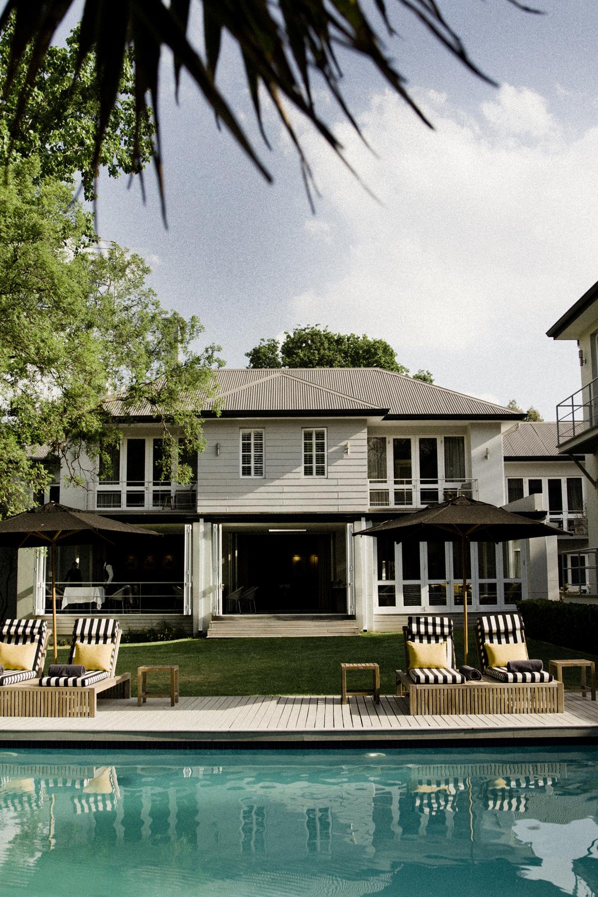 maison afrique awesome une rsidence royale en afrique de luouest nuest pas ce quoi nous. Black Bedroom Furniture Sets. Home Design Ideas