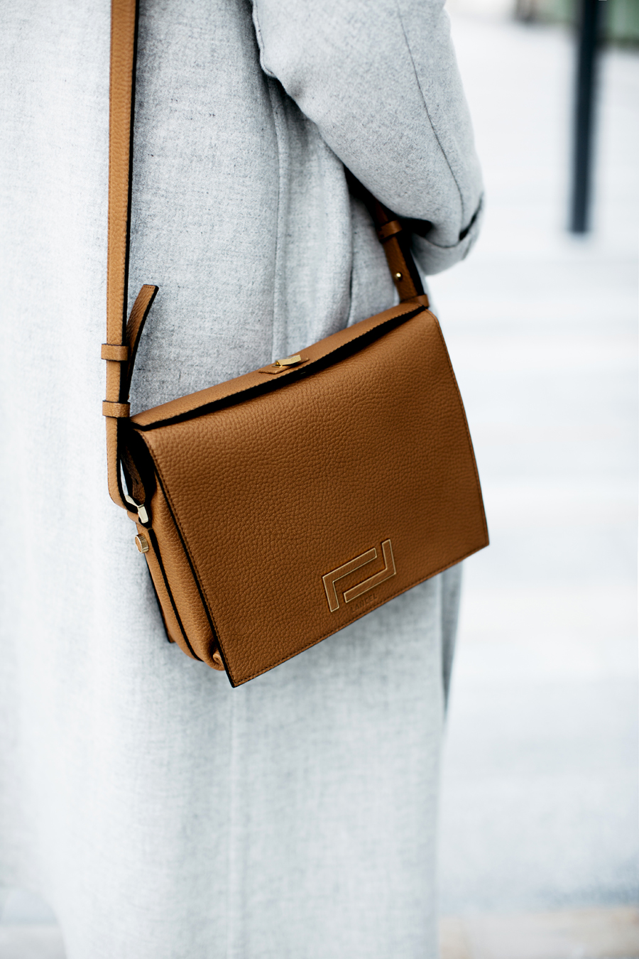 look_la_parisienne_sac_pia_lancel_manteau_jim_sezane_3