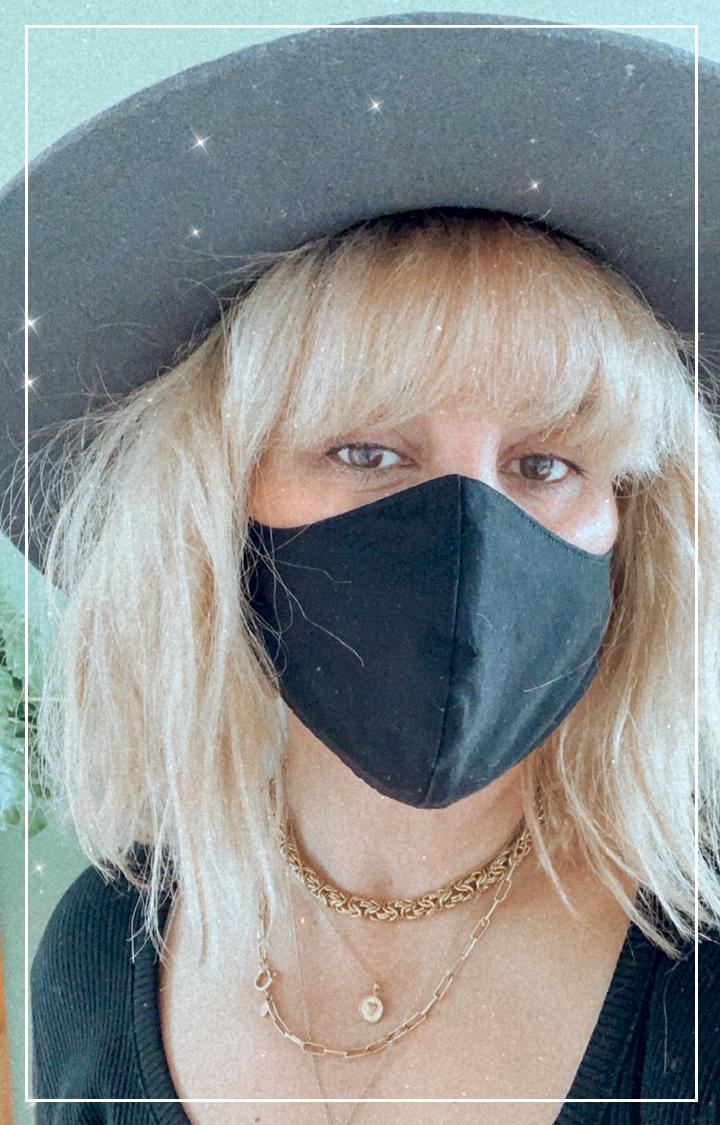 Masque noir en tissu